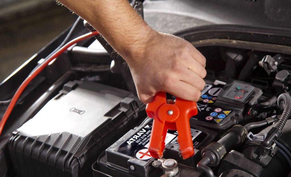Как правильно зарядить полностью разряженный автомобильный аккумулятор