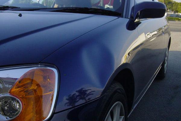 Вмятины на кузове автомобиля: как убрать
