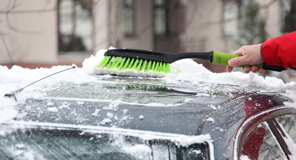 Как выбрать щетку для очистки авто от снега и льда