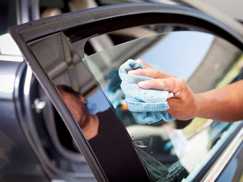 Как убрать царапины на тонировке авто